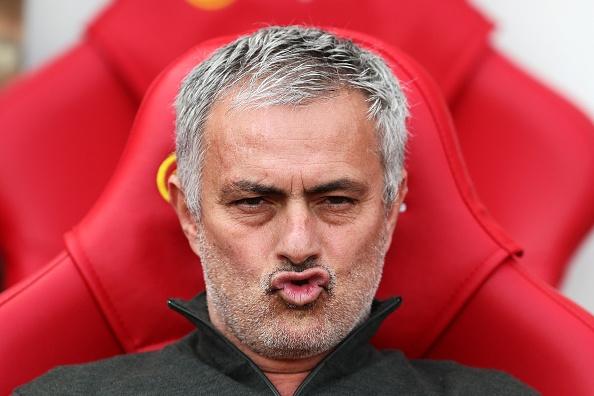 Fan MU bat ngo vi Mourinho khong biet Diego Forlan la ai hinh anh