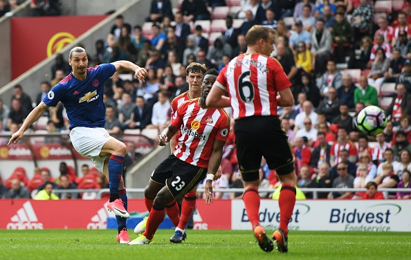 Sunderland vs Man Utd (0-3): Ibra kien tao, Rashford lap cong hinh anh 14