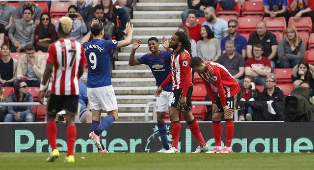 Sunderland vs Man Utd (0-3): Ibra kien tao, Rashford lap cong hinh anh 24
