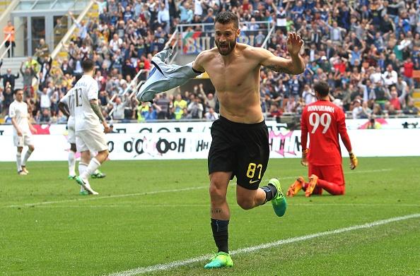 Bo doi trung ve Milan khien Inter om han o tran derby thu 166 hinh anh 4