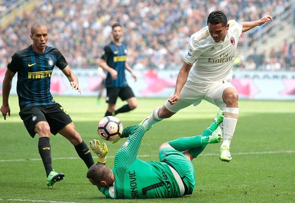 Bo doi trung ve Milan khien Inter om han o tran derby thu 166 hinh anh 7