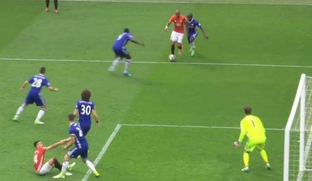 Doi truong Chelsea bi fan xi va vi giup do doi thu hinh anh 1