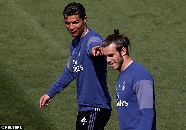 Tam trang trai nguoc cua Ronaldo,  Messi anh 1