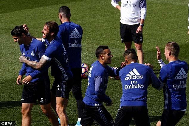 Tam trang trai nguoc cua Ronaldo,  Messi anh 2