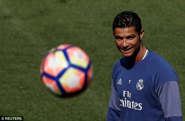 Tam trang trai nguoc cua Ronaldo,  Messi anh 4