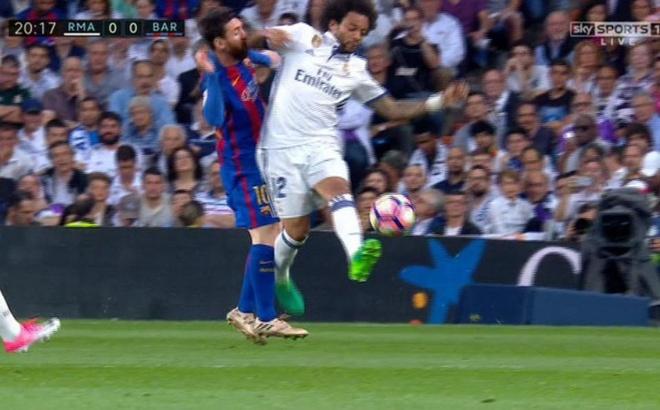 Bi thuc cui cho chay mau mom, Messi solo qua 2 cau thu Real ghi ban hinh anh 2