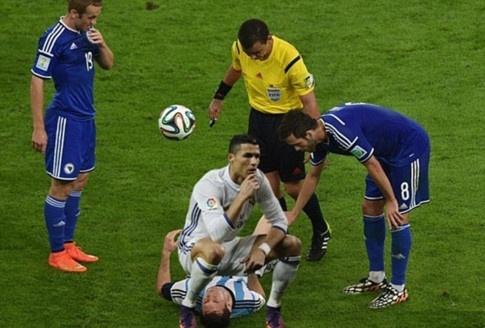 Anh vui Ronaldo lo than phan 'ke huy diet' sau khi de bep Atletico hinh anh 11