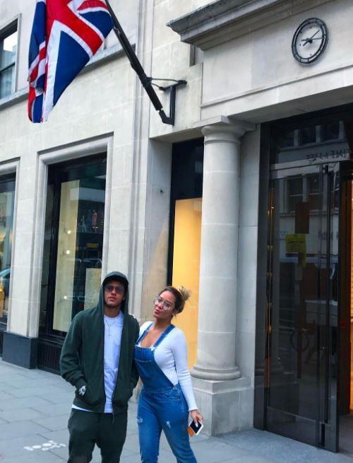 Em gai Neymar gia nhap lang WAGs hinh anh 3
