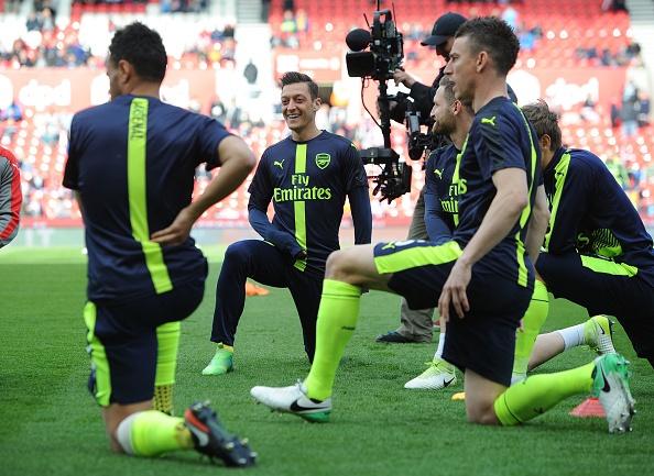 Giroud lap cu dup dua Arsenal tien sat top 4 hinh anh 8