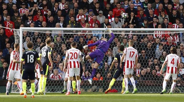 Giroud lap cu dup dua Arsenal tien sat top 4 hinh anh 10