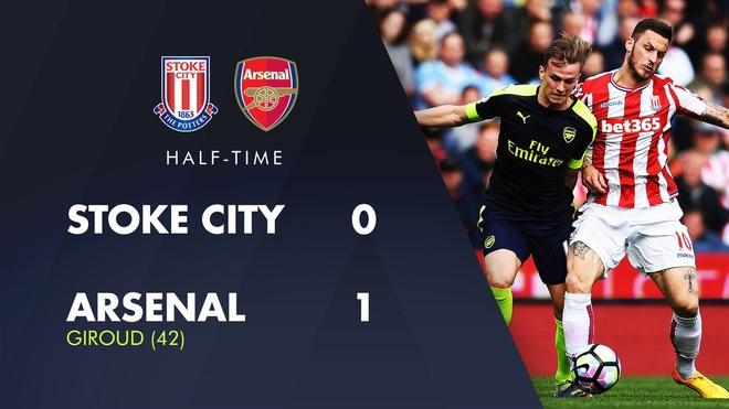 Giroud lap cu dup dua Arsenal tien sat top 4 hinh anh 14