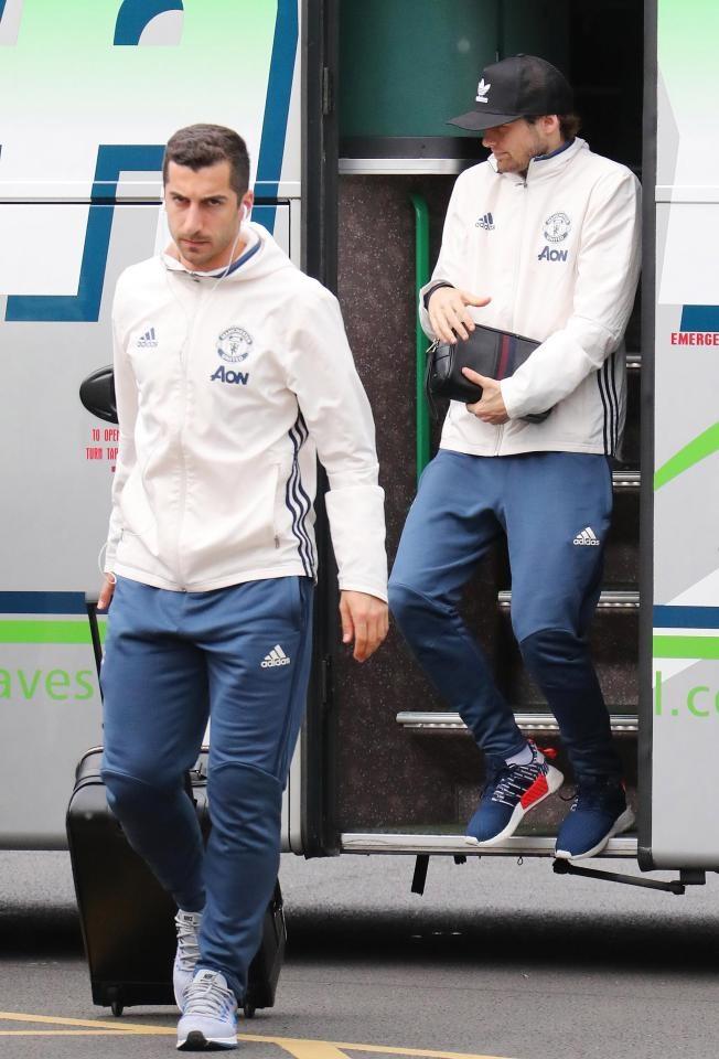 Thay tro Mourinho lo tau den London vi fan cuong hinh anh 6
