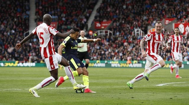 Giroud lap cu dup dua Arsenal tien sat top 4 hinh anh 19