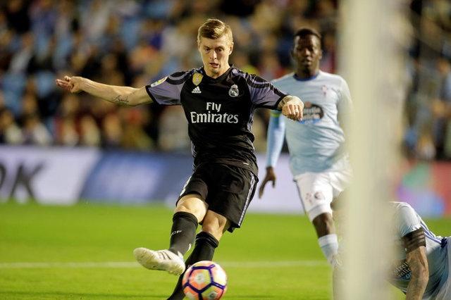 Ronaldo lap cu dup, Real cham mot tay vao chuc vo dich La Liga hinh anh 11