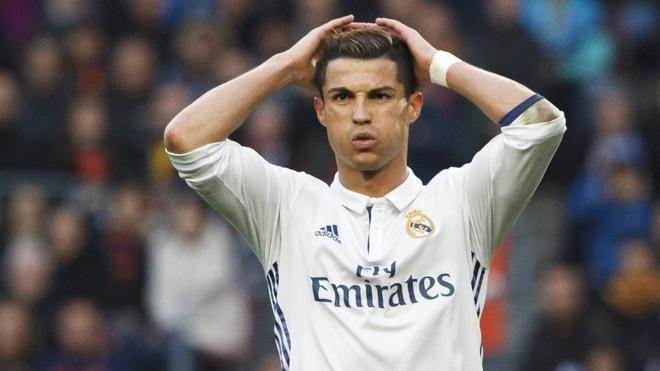 Ronaldo sap tiep buoc Messi hau toa vi tron thue hinh anh