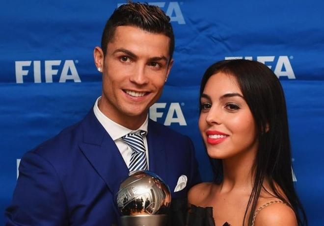Bo ban hang, ban gai Ronaldo nuoi mong lam nguoi mau hinh anh