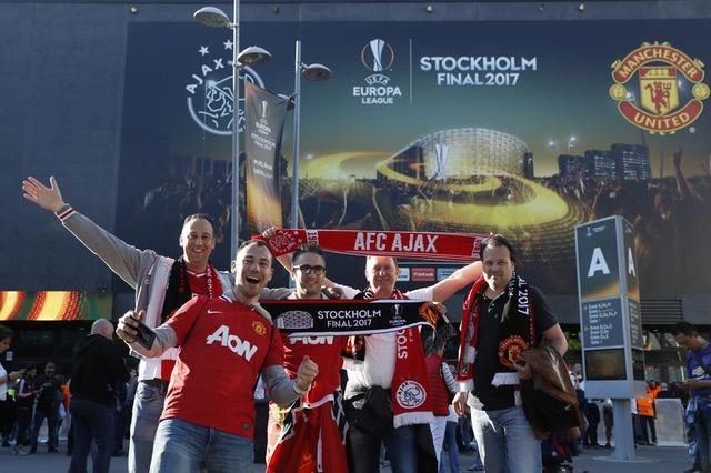 Pogba toa sang, MU lan dau dang quang Europa League hinh anh 12
