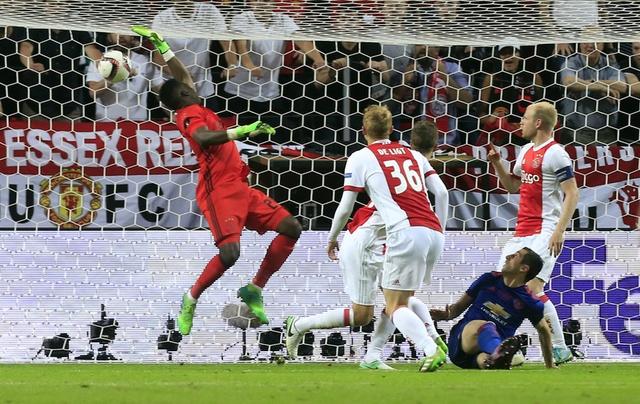 Pogba toa sang, MU lan dau dang quang Europa League hinh anh 33