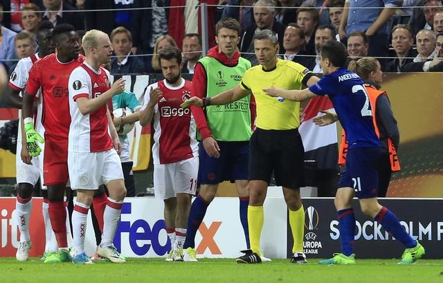 Pogba toa sang, MU lan dau dang quang Europa League hinh anh 41