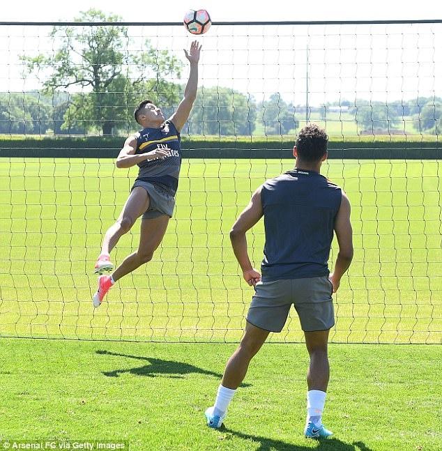 Sanchez tro tai lam thu mon truoc them chung ket FA Cup hinh anh 2
