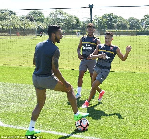 Sanchez tro tai lam thu mon truoc them chung ket FA Cup hinh anh 3
