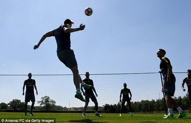 Sanchez tro tai lam thu mon truoc them chung ket FA Cup hinh anh 6