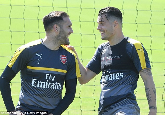 Sanchez tro tai lam thu mon truoc them chung ket FA Cup hinh anh 9
