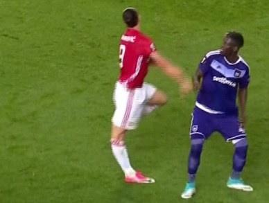 Ibrahimovic da choi bong tro lai hinh anh 1