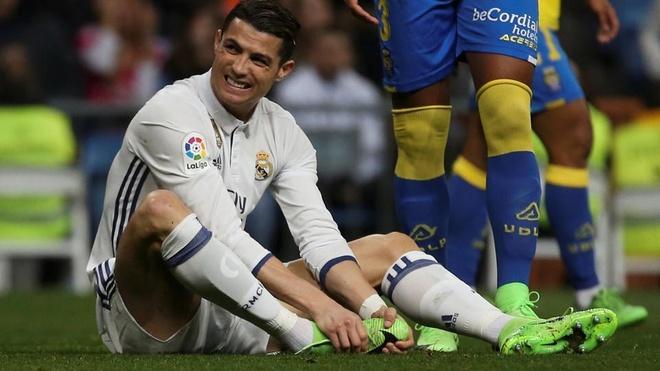 Zidane khong cho Ronaldo ra san o tran gap MU hinh anh 1