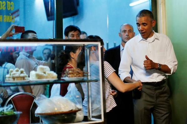 Tong thong Obama an bun cha anh 1