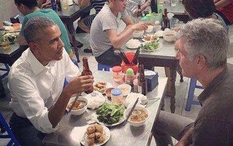 Dan mang khen Tong thong Obama gian di khi di an bun cha hinh anh