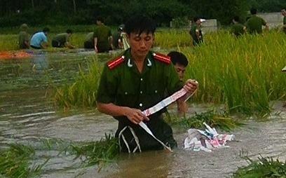 cong an, canh sat Nho Quan gat lua giup dan hinh anh