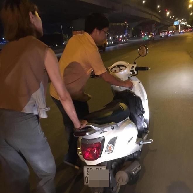 Chang trai dat xe giup hai co gai giua dem hinh anh 2