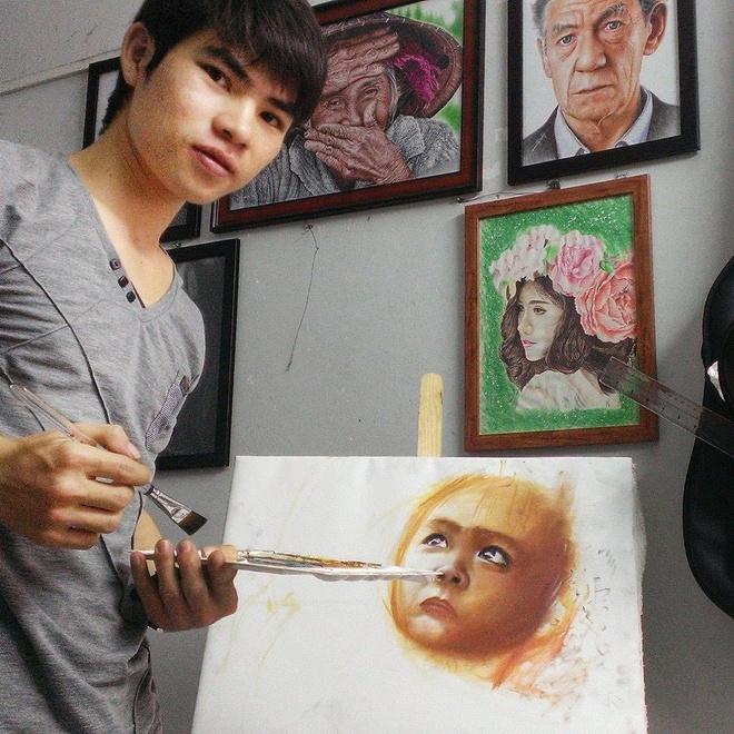 Chang trai Gia Lai ve tranh chan dung song dong nhu that hinh anh 9