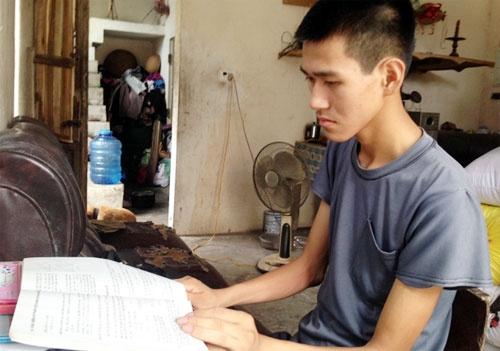 Chang trai ngheo mac trong benh vuot kho hoc gioi hinh anh 1