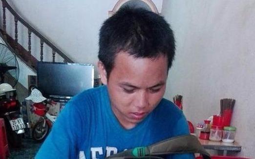 Chang trai ngheo bat ngo gap nhieu an nhan tai Ha Noi hinh anh