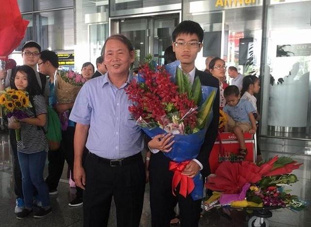 Chang trai 'vang' lam tho de hoc Hoa hinh anh 3