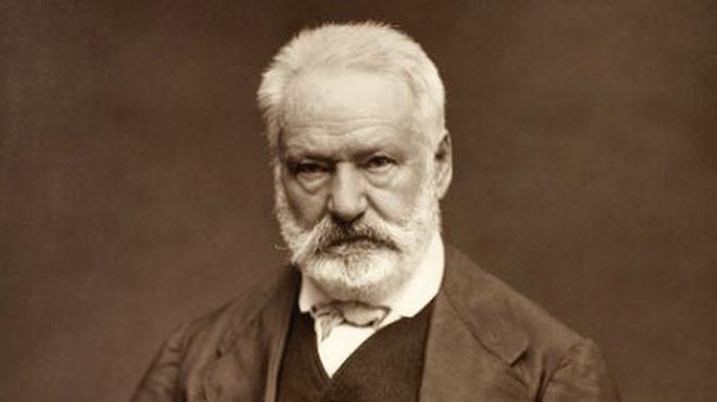 Nha tho Duc Ba tung boc chay trong tieu thuyet cua Victor Hugo hinh anh 2