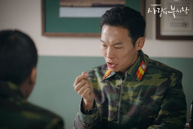 4 nguoi linh Trieu Tien duoc yeu thich trong 'Ha canh noi anh' hinh anh 2 Dan_quan_nhan_Ha_canh_noi_anh_1.jpg