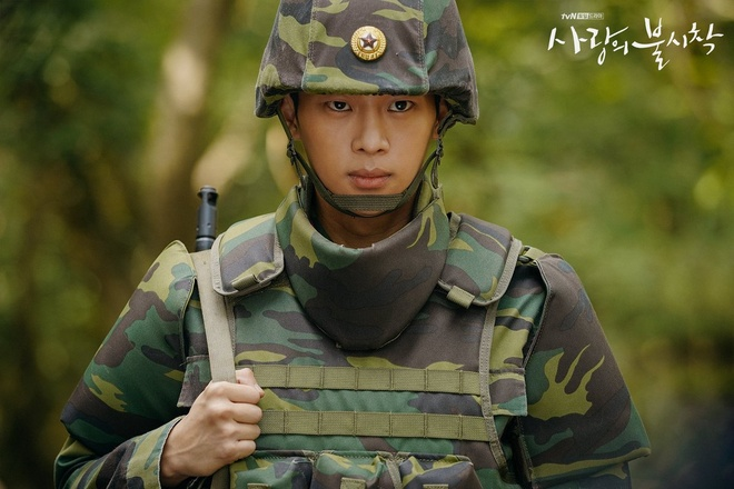 4 nguoi linh Trieu Tien duoc yeu thich trong 'Ha canh noi anh' hinh anh 4 Dan_quan_nhan_Ha_canh_noi_anh_3.jpg