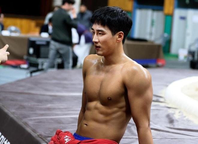 Thieu gia bat tai cua 'Tang lop Itaewon' tung yeu tham Song Hye Kyo hinh anh 4 Ahn_Bo_Hyun_5.jpg