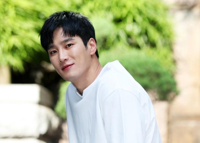 Thieu gia bat tai cua 'Tang lop Itaewon' tung yeu tham Song Hye Kyo hinh anh 5 Ahn_Bo_Hyun_7.jpg