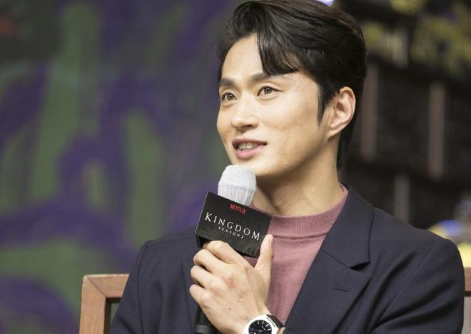 Kim Sung Kyu - chang thien xa dien trai, lanh lung cua 'Kingdom' hinh anh 8 KIm_Sung_Kyu_3.jpg