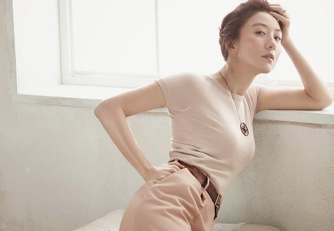 'Chi dai' khong ngai canh nong, sap tro lai voi phim 19+ hinh anh 1 Kim_Hee_Ae_3.jpg