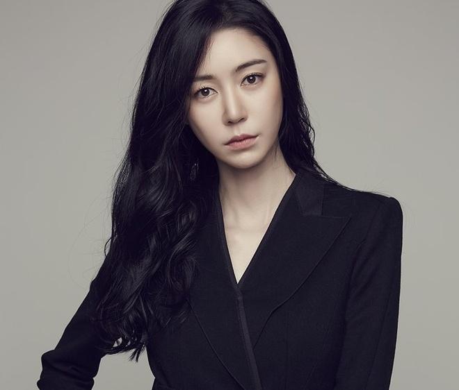 Yoo Seung Ho,  Lee Sung Kyung,  Go Ara anh 8