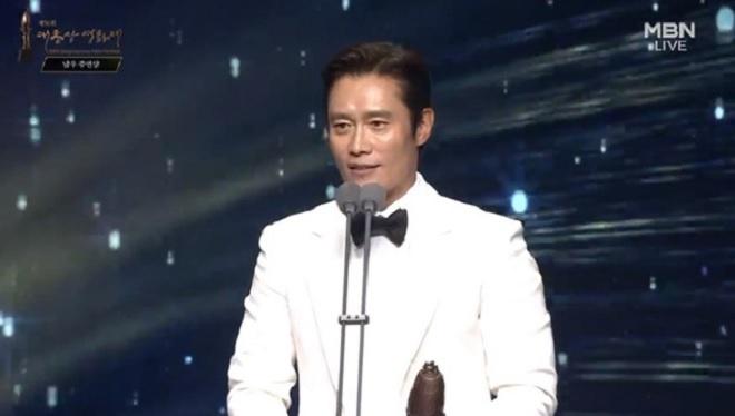 Oscar,  giai dien anh Chuong vang,  Lee Byung Hun,  Parasite anh 3