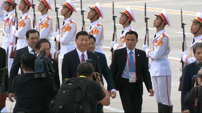 Le don Chu tich Trung Quoc Tap Can Binh o san bay Da Nang hinh anh