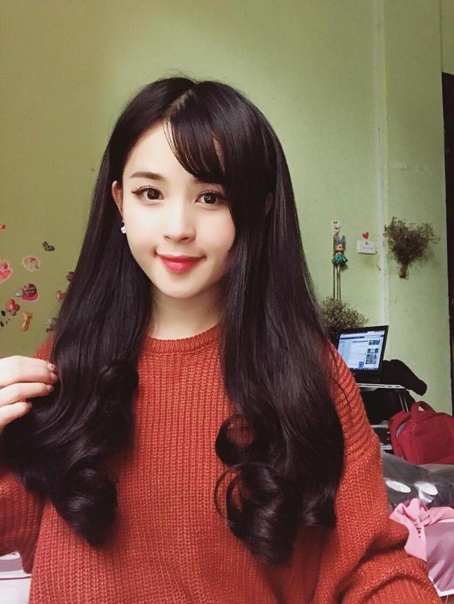 26116000 1258512470959035 8664939398187247512 o Ảnh Bạn gái của các cầu thủ U23 Việt Nam xinh như hot girl
