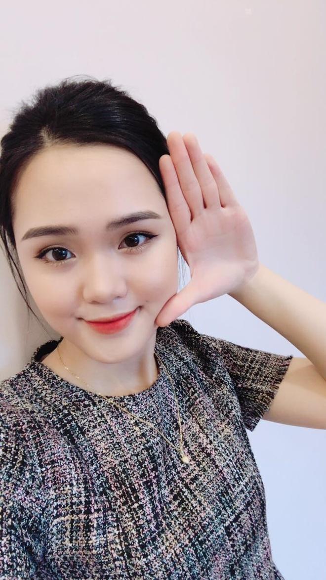 28617142 1862343500442660 8864943151861624890 o Ảnh Bạn gái của các cầu thủ U23 Việt Nam xinh như hot girl