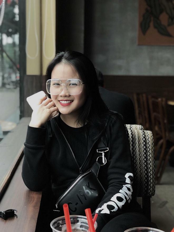 30707021 584466988581205 4768248713216786432 n Ảnh Bạn gái của các cầu thủ U23 Việt Nam xinh như hot girl